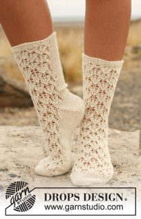 DROPS 130-19 - Ажурные носочки спицами